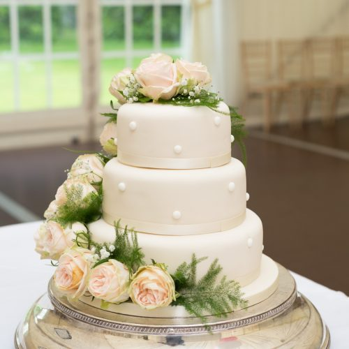 Elegant wedding cake 11