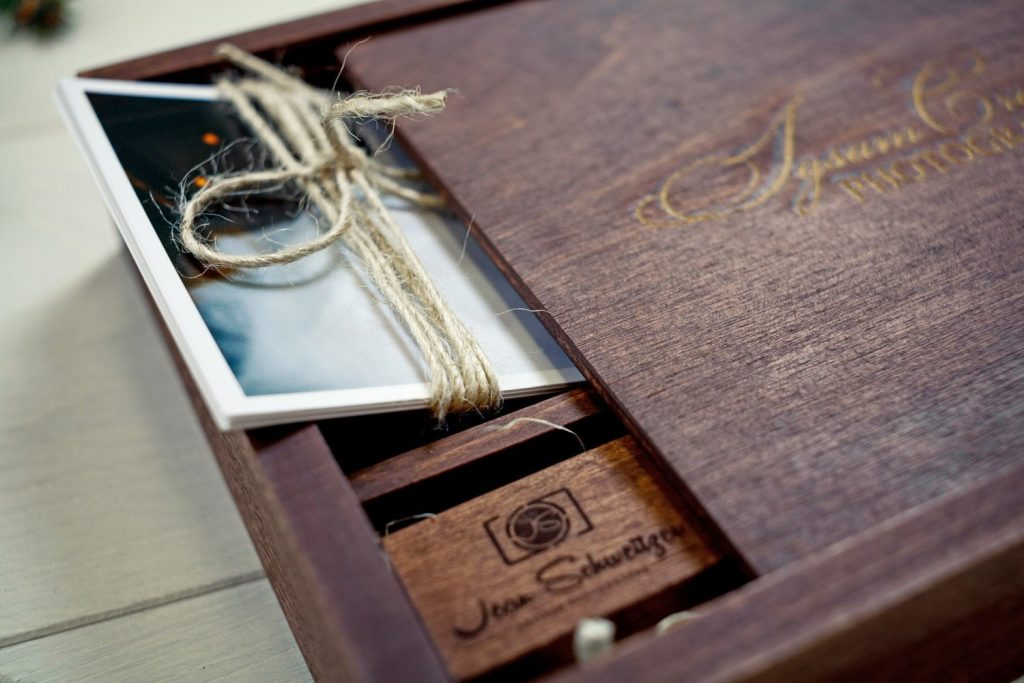 usb-engraved-wedding-photo-proof-presentation-box-3