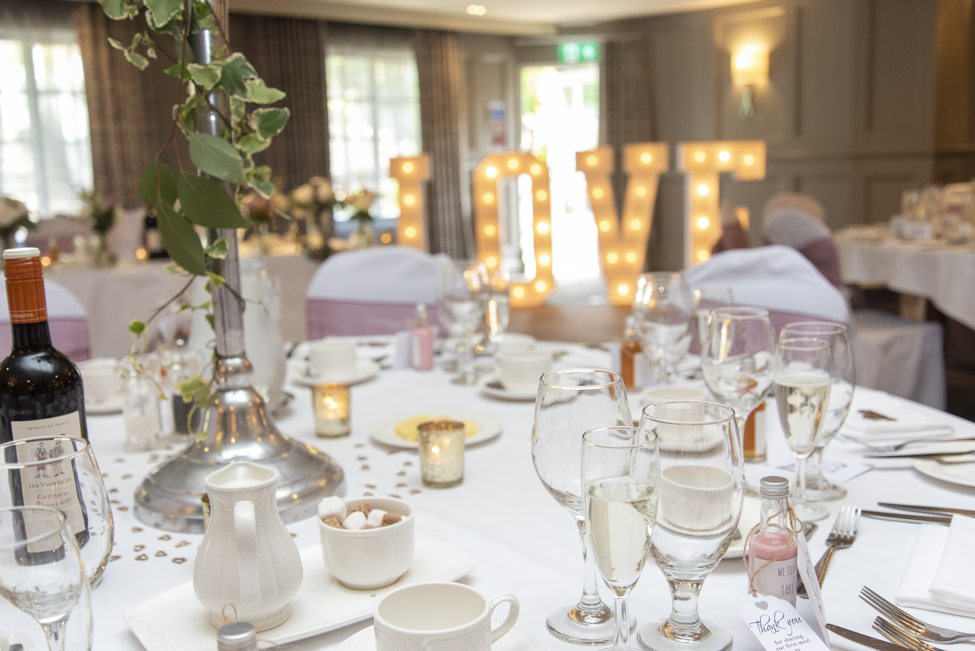 Wedding table settings plan