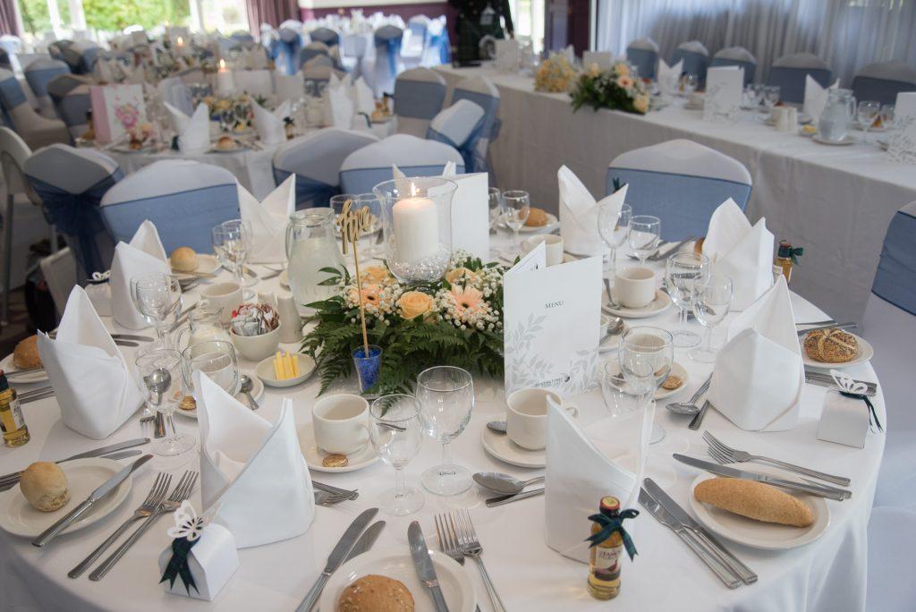 wedding table setting plane