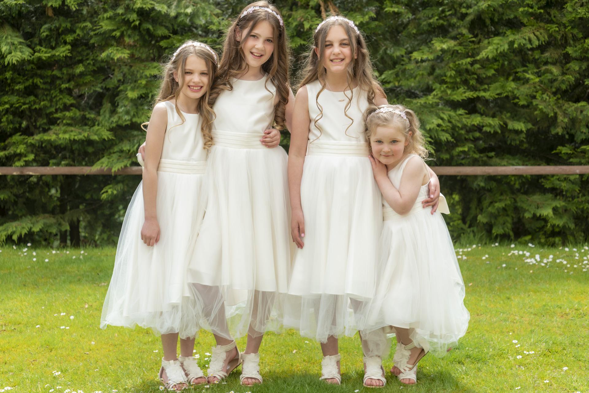 wedding group flower girls